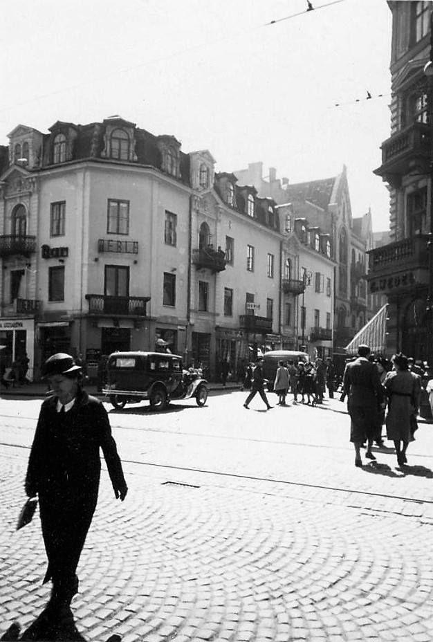 Marszałkowska 107 / Chmielna 41. Obecnie nieistniejący południowo-zachodni fragment skrzyżowania.  fot. 1938 r., źr. warszawa.ap.gov.pl / Referat Gabarytów.