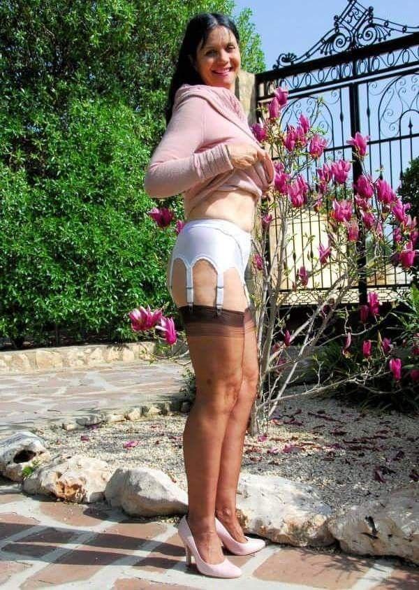 Nylonstrümpfen frauen in Mädchen tragen