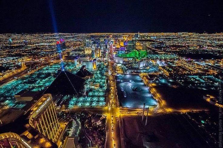 As Pirâmides de Gizé são até legais, mas só a de Las Vegas tem uma ponta que serve como farol.