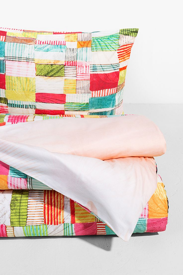 Decor your home choosing Desigual and feel the pleasure to stay at home! Discover Desigual Living collection!