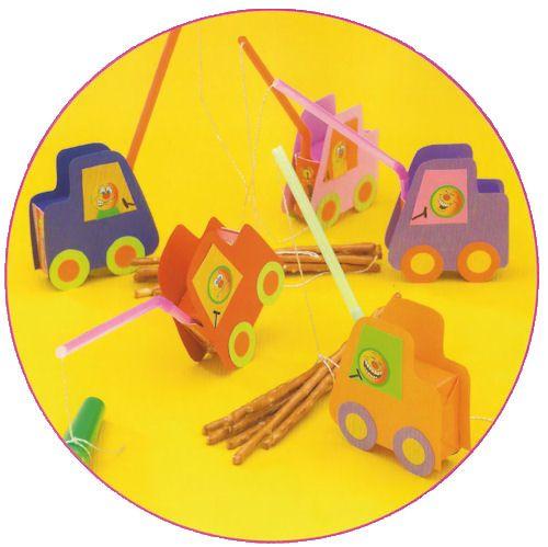 Traktatie voor uw kinderfeestje thuis, traktatie van doosje rozijnen verpakt als hijskraantjes