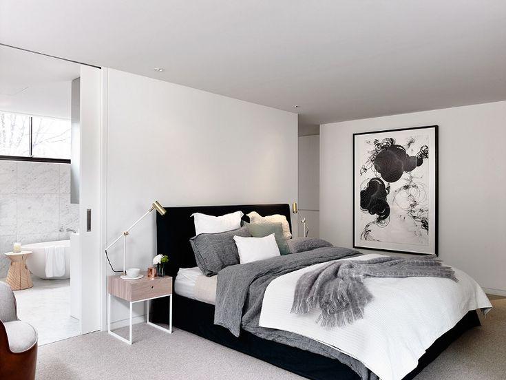 Estúdio Lorena Couto se inspira em: quarto casal preto e branco, estilo escandinavo