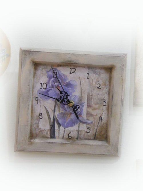 Ρολόγια : Τετράγωνο ρολόι με παλαίωση και μωβ λουλούδια, χειροποίητο με την τεχνική Decoupage