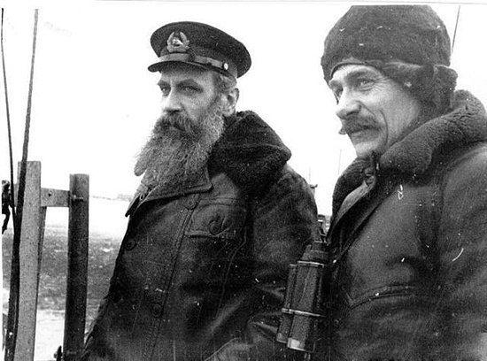 Легендарные личности Отто Шмидт и капитан ледокола «Ермак» Владимир Воронин на борту ледокола, Ленинград, 1938 год.