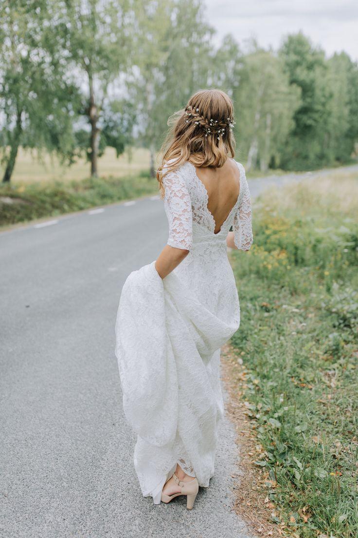 Lace wedding gown by By Malina Bridal | Lantligt bröllop | Brudklänning från by Malina Bridal | Hair and makeup by Camilla Jönsson http://www.camillajonsson.se