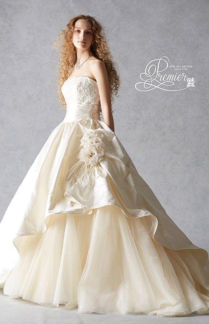 No.59-0062 繊細なビーディングと高級なリバーレースを施した身頃とボリューム感あるスカートが華やかでゴージャスなドレス