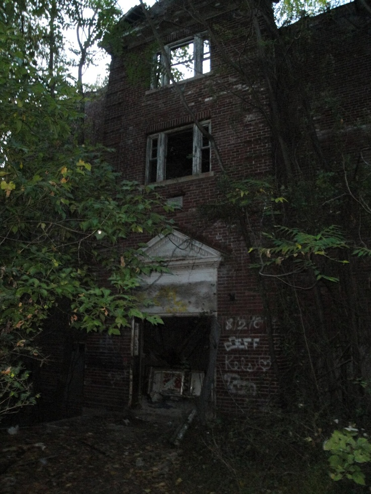 25 best ideas about haunted houses in nj on pinterest abandoned houses old houses and old - The house in the abandoned school ...
