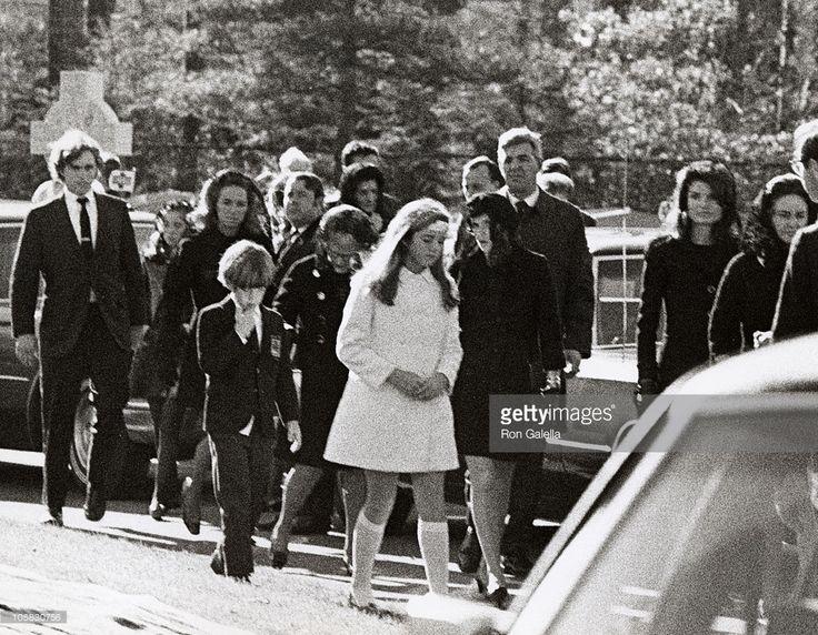 Jackie Kennedy Onassis, Caroline Kennedy, John F. Kennedy Jr., Ethel Kennedy, and Robert F. Kennedy Jr.