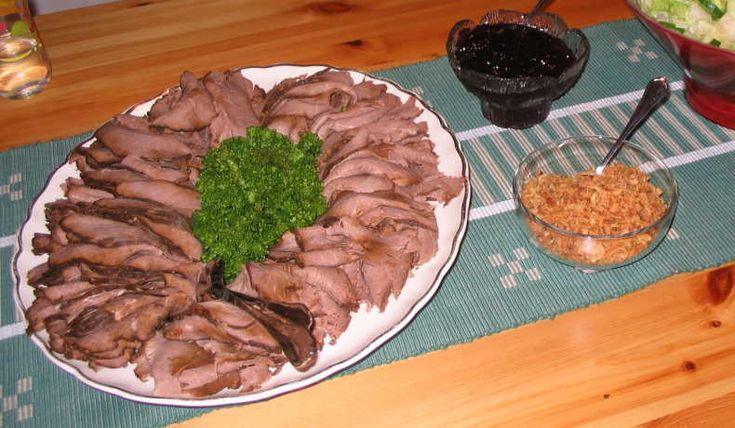 Så fantastiskt saftig och god. Man kan inte tro den är gjord på älgkött. Passar bra på högtidsdagar, 50-, 60-årskalas eller varför inte till Nyår.