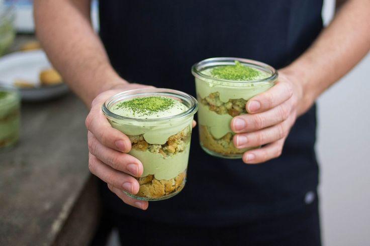 Ecco come rivisitare un grande classico! Ti facciamo vedere come preparare il Matchamisù, un buonissimo tiramisù al te verde.