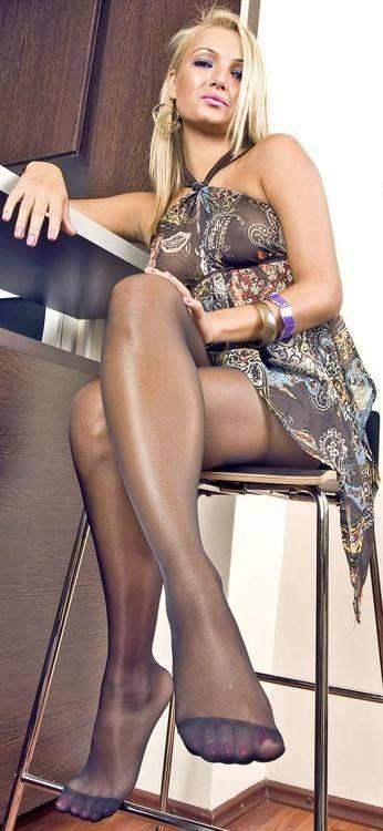 целуем женские ножки в колготках фото - 14