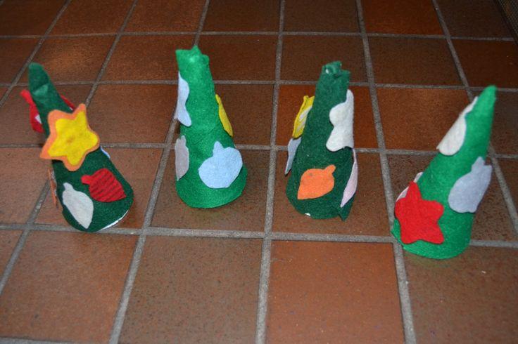 Vilten (mini) kerstbomen / vilten kerstballen voor zelfstandig spel