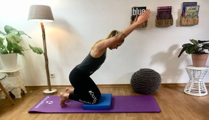 balance training f nf bungen mit dem balancepad f r den r cken yoga pinterest. Black Bedroom Furniture Sets. Home Design Ideas