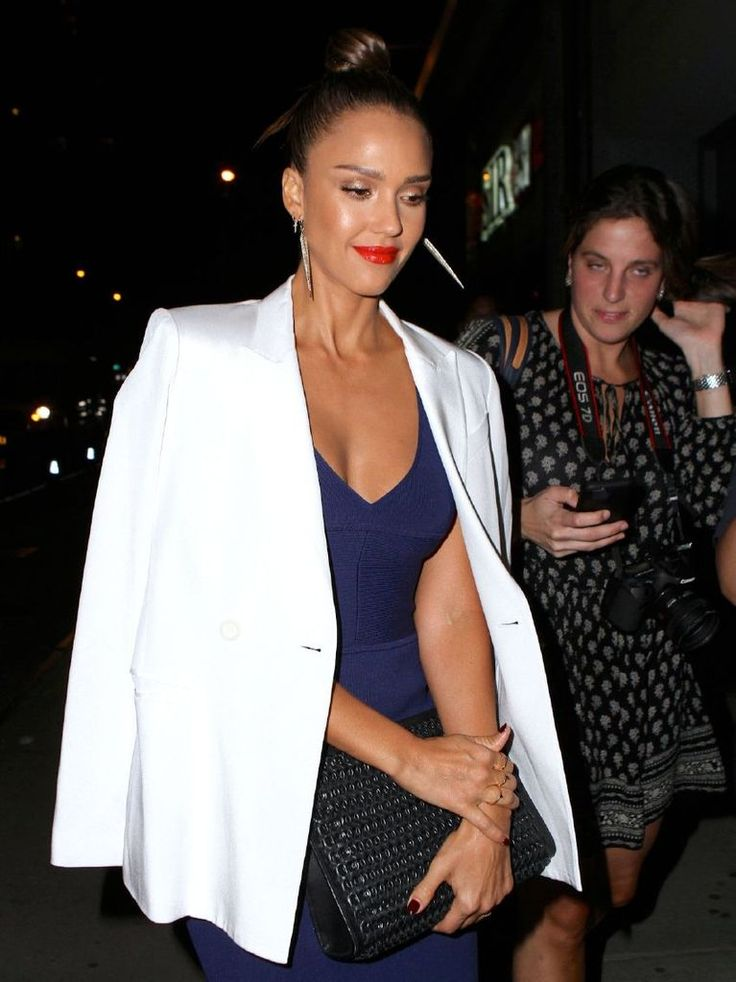 Jessica Alba – Narciso Rodriguez Fashion Show In New York : Global Celebrtities (F) FunFunky.com