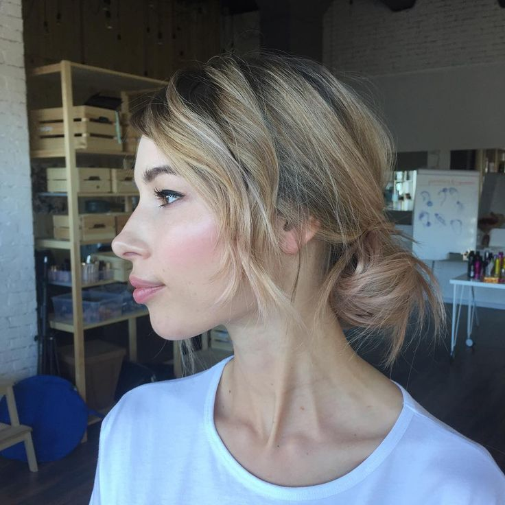 """Polubienia: 109, komentarze: 2 – Makeup Artist (@asyaperekrest) na Instagramie: """"Тот случай, когда у невесты разная длина волос. Естесственный небрежный пучок♥️ #bbteamfactory…"""""""
