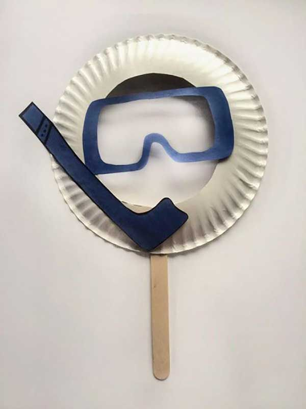 Paper Plate Craft for Kids - create a toy scuba mask for the kids to explore the under sea world as they read Pete the Cat Scuba Cat