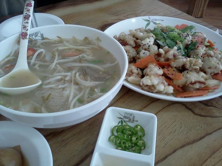 쌀국수와 탕수육 @어우렁다우렁. 이주여성들이 운영하는 서귀포시내 식당으로 탕수육이 맛있다. 쌀국수도 내 입맛에는 맞는듯. 가격저렴. 서귀포 터미널 주변.