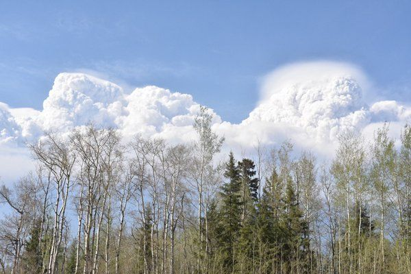 @TerryReithCBC  May 4 Smoke cloud from #ymmfire hangs over Anzac, south of Fort McMurray. #cbc