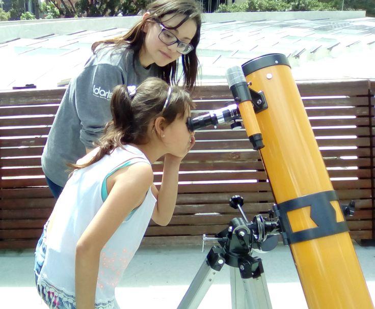 Observación con el público en la terraza del Planetario de Bogotá.