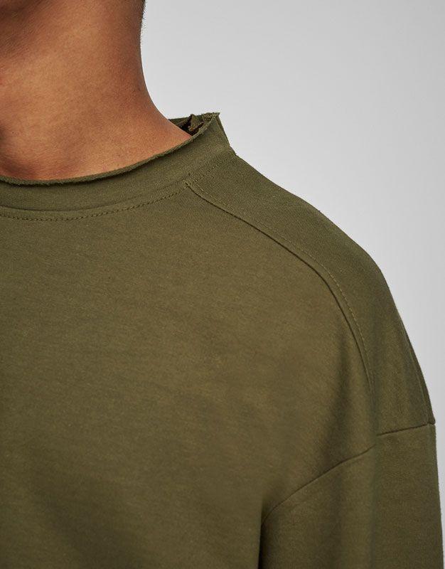 Bluză sport cu guler rotund şi mânecă tip 3/4 - Hanorace - Îmbrăcăminte - Bărbați - PULL&BEAR România