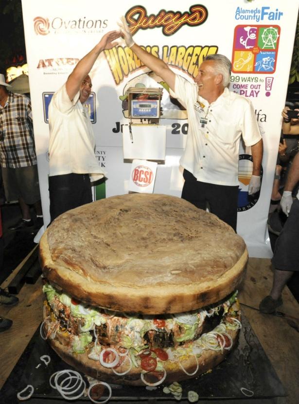 ummmm...no thanks! world's biggest burger--777 pounds/ 1,375 MILLION calories