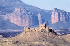 Castillo de Montearagon con el Salto de Roldan al fondo