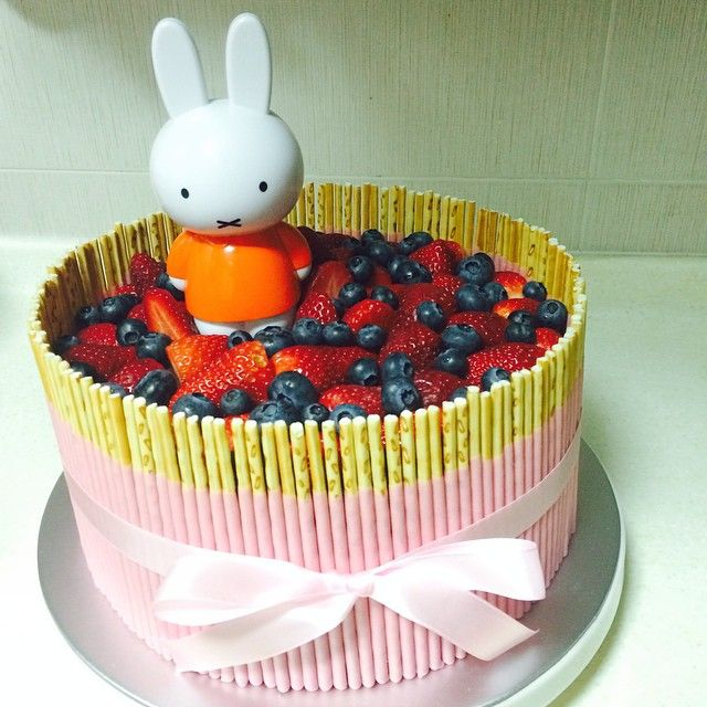 What a lovely cake Miffy! Mmmm!