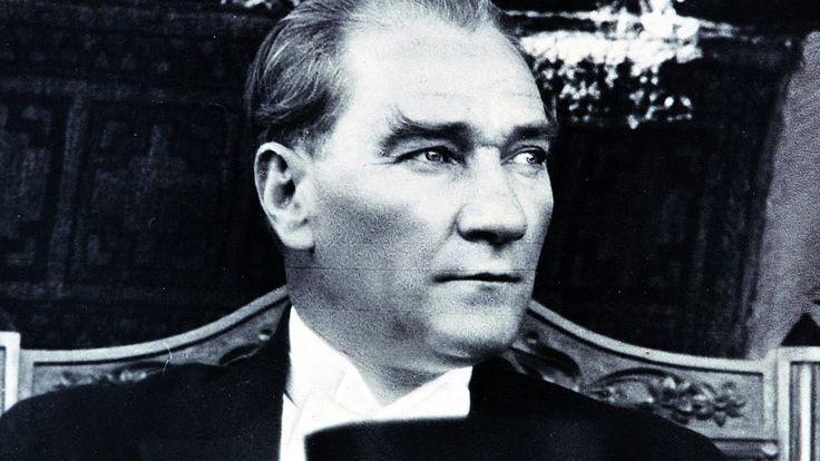 """""""Eğer ülkeni kurtaracak bir lider beklemekteysen, ben size hiçbir şey öğretememişim demektir""""  Mustafa Kemal Atatürk"""