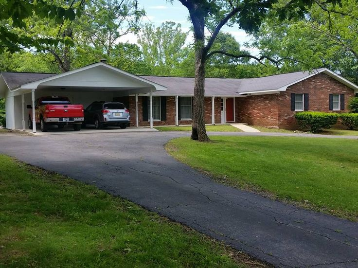 in Piedmont, US. Very spacious and upscale house on edge of Piedmont City limits.  Conveniently located for supplies and restaurants yet only 7 miles to Clearwater Lake and a short drive to Current River, Sam A Baker State Park, Black River, 9 hole golf course (Pi...