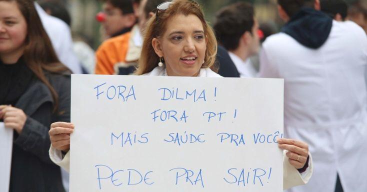Médicos participam de manifestação na Boca Maldita, no centro de Curitiba, nesta quarta-feira