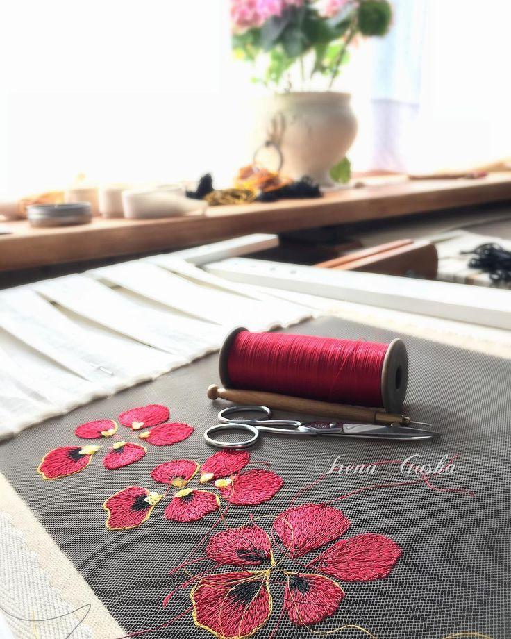 Лепесточки, лепестки... Процесс начат! #irenagasha #irenagashaembroideries #handembroidered #flowers #lunevilleembroidery