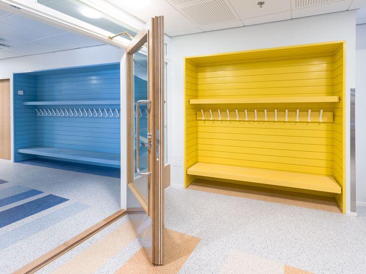 Pirteyttä myös julkisiin tiloihin #mansikkamäenkoulu #keltainensininen #pirteä #arvolista