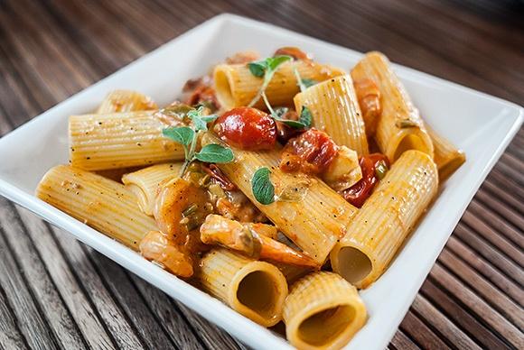 Pasta med scampi i kremet tomatsaus | Millas Mat