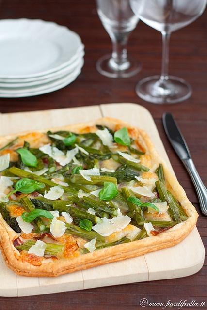 Sfogliata agli asparagi, pancetta affumicata e pecorino       #recipe #juliesoissons