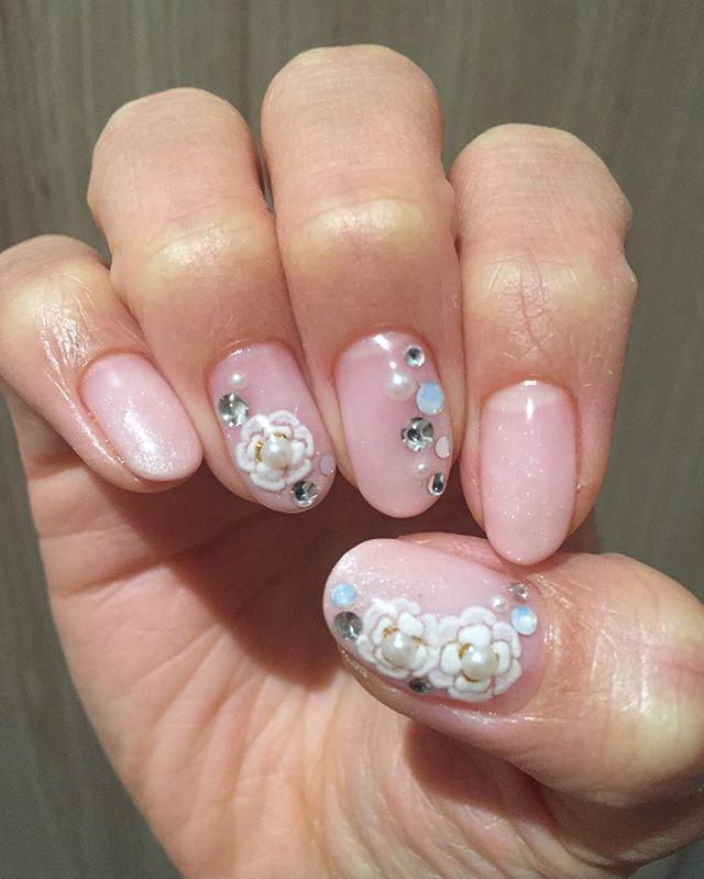ネイルチェンジ✨ 春らしく淡いピンクとお花に💕  #ネイル #ピンクネイル #ゴージャス #ストーンネイル #春
