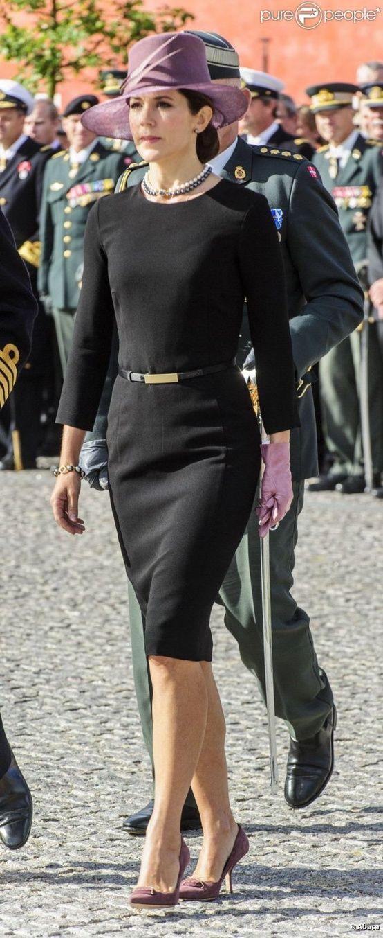 Princesse Mary : Solennelle au bras du prince Frederik pour le jour du drapeau