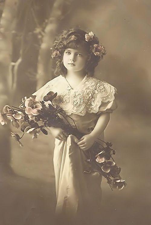 http://3.bp.blogspot.com/-LK21yYVXvCs/UVCjxtQOzoI/AAAAAAAAI3k/DD-z2JfT4mE/s1600/meisje+met+bloemen+orgineel+groot+.jpg
