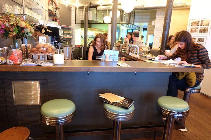 Le Coffee Club situé rue d'Assas et le dernier Coffee parisien. Un diner américain aux spécialités américaines et mexicaines. Excellentes pâtisseries américaines. M Port Royal