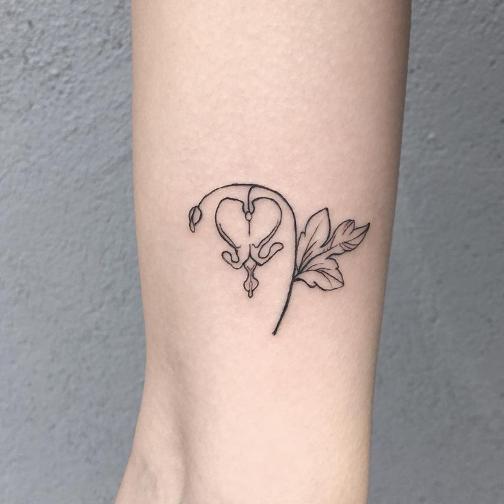 bleeding heart - for the nicest stalker I've ever had! thank you Colleen!! #botanicaltattoo #bleedingheart #bleedingheartflower #bleedinghearttattoo #tinytattoo #etch #etching #etchedtattoo #williamsburg #williamsburgtattoo #dotwork #bushwick #brooklyn #stipple #stippled #veganink #veganny  #nyc #btattooing #gristletattoo #ligiatattoo