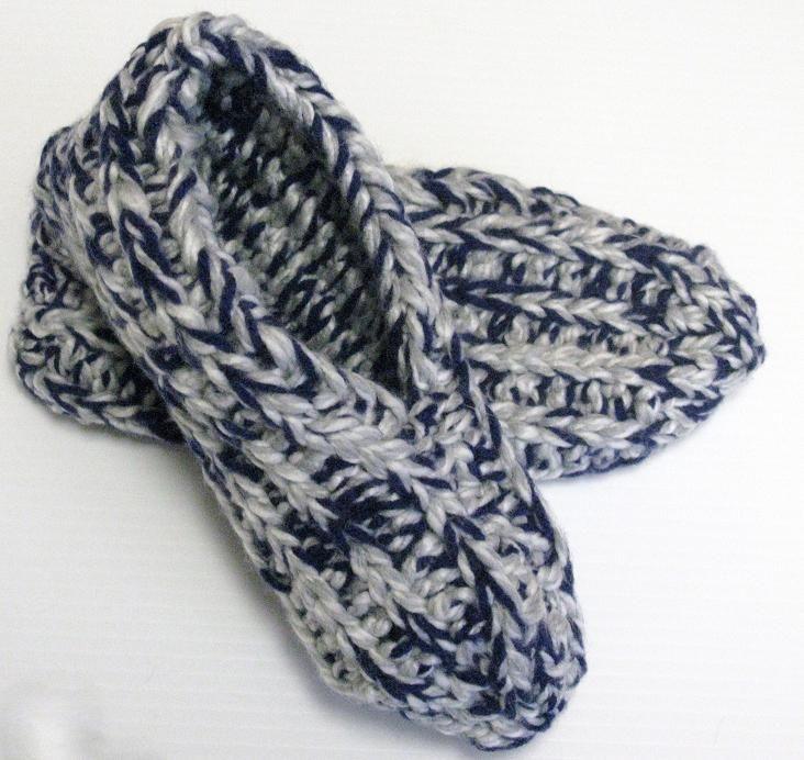 Ces pantoufles sont faciles et rapides à tricoter. C'est un de mes patrons favoris ! Patti Pierce Stone, la créatrice de ce modèle, m'a gentiment autorisée à le traduire. La version ori…