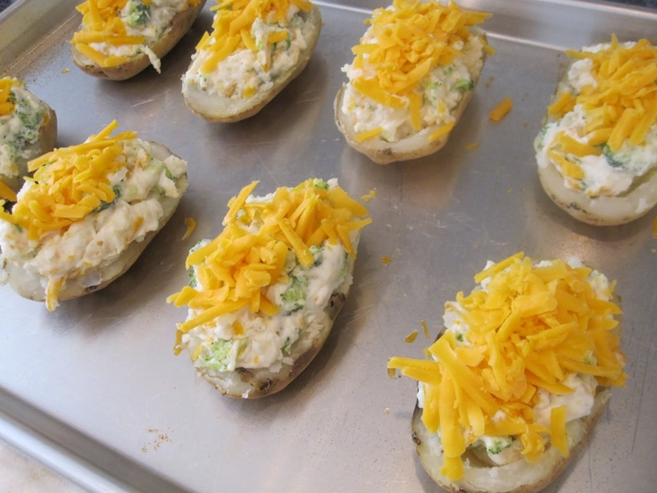 Broccoli & Cheese Twice Baked Potatoes | Must side dish | Pinterest