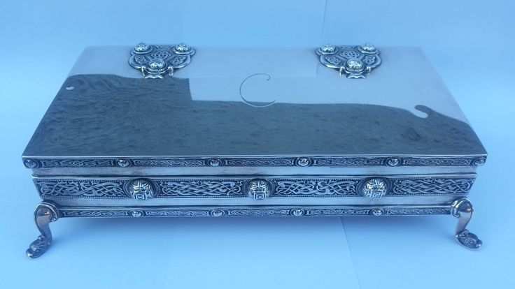 1906 Irish silver Jewellery box made by West & Son. It weighs just under a kg. Note the Celtic knot and strong Arts & Crafts influence.
