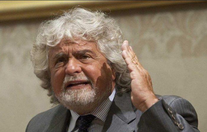 """#Politica, #Grillo chiude a Renzi: """"Noi coerenti, tu uomo delle banche"""""""