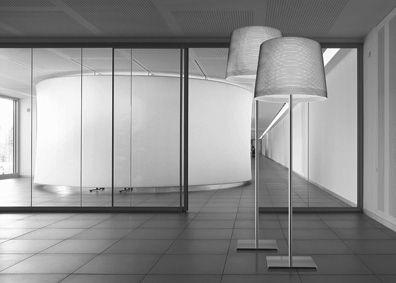 Giga Lite. Lámpara de pie con pantalla de fibra de vidrio y kevlar. Estructura de acero satinado. La altura es regulable. E27 3 x 105W Incluidas. Diseñador: Marc Sadler. http://www.lamparasoliva.com/lamparas/de-pie/giga-lite-foscarini.html