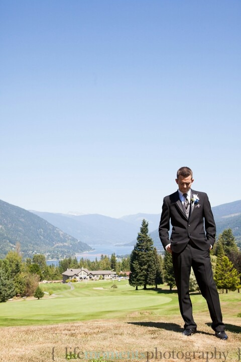 Groom waiting. Wedding. 2012.