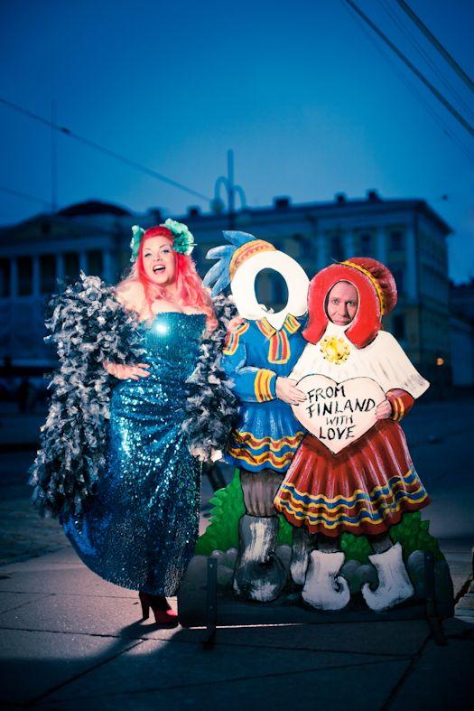 Bettie Blackheart and Frank Doggenstein welcome you to the fair city of Helsinki. Photo Jirina Alanko at the Senate Square