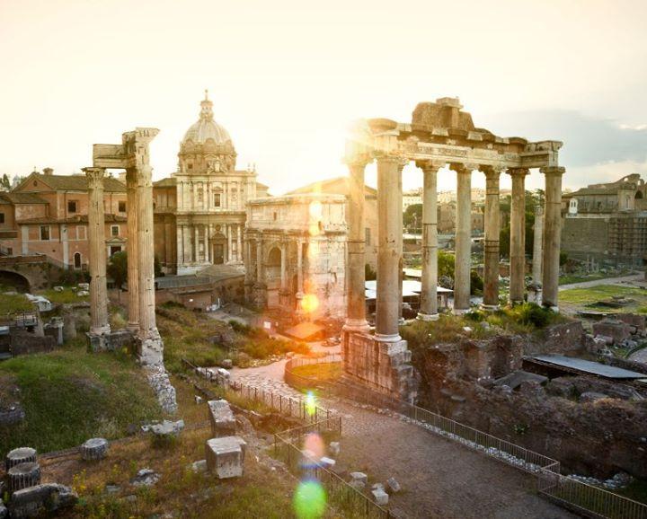 Restos de la #Roma Imperial en el #ForoRomano. http://www.viajararoma.com/?page=monumentoscoliseo.php