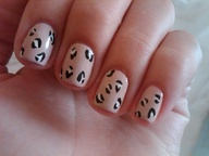 leopard pattern nails. Im starting to like the natural leopard print scheme more than all the multi-colored schemes. Too many colors makes me feel like a Flintstone...