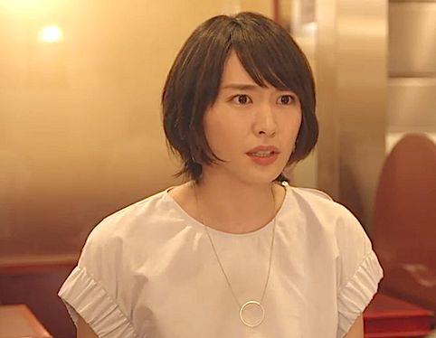 ホワイトで愛され女子に♪新垣結衣さん主演「逃げ恥」第2話のコーデその4