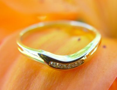 Wil jij je trouwring weer laten glimmen? Lees dan dit artikel: http://sold2gold.nl/goud-schoonmaken-stappenplan/